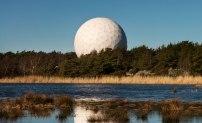 Det känsliga 20-metersteleskopet i Onsala skyddas av en så kallad radom. Foto: David Magnusson.