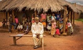 Fabiao Omar Lucavanga är chief i Niassaprovinsen, som ligger i norra Moçambique. Chieferna fick uniformer av den portugisiska kolonialmakten – som har dammats av, i takt med att chiefsystemet blivit mer accepterat. Bild: Adam Öjdahl.