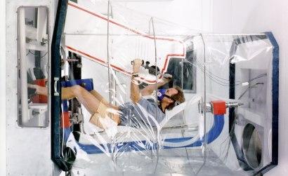 Simulator som gör det möjligt för astronauter att träna på att arbeta i viktlöshet, inför rymdpromenader. Bild: NASA.